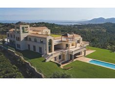 Cielo de Bonaire property located on a hillside between the bays of Alcúdia and Pollensa (Mallorca, Spain) Villas, Expensive Houses For Sale, Ranch, Mediterranean Architecture, Mediterranean Art, Amazing Architecture, Rich Home, Balearic Islands, Majorca
