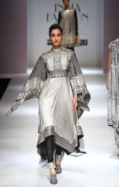 Indian Dresses, Indian Outfits, Fashion Wear, Fashion Outfits, Beautiful Suit, India Fashion Week, Kurta Designs, Textiles, Chic Dress