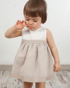 9be8b6047 Vestido de ceremonia modelo Olivia sin mangas. Cuerpo lino blanco