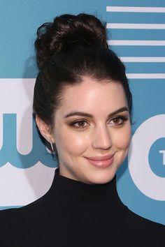 Adelaide Kane attends the the 2015 CW Upfront on May 14 Adelaide Kane at 2015 CBS Studios Summer Soirée on May 18 Source by photoshoot Adelaine Kane, Caitlin Stasey, Mary Stuart, Paparazzi Photos, Royal Fashion, Beautiful Actresses, Types Of Fashion Styles, Girl Pictures, Dark Hair