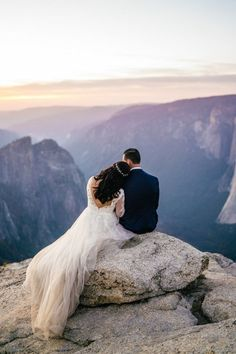 Glacier Point Adventure Wedding at Yosemite National Park, California Find all of the mountain wedding inspiration you need with this intimate adventure wedding at Glacier and Taft Point, Yosemite National Park, California! Wedding Picture Poses, Wedding Poses, Wedding Photoshoot, Wedding Shoot, Wedding Pictures, Wedding Ideas, Wedding Advice, Decor Wedding, Wedding Details