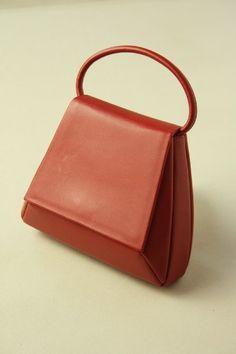 Red Trapezoid Hand Bag / 赤 台形のお洒落なミニバッグ #Kimono #Japan http://www.rakuten.co.jp/aiyama/