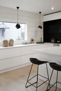 35 Ideas for Your Modern Kitchen Design 3 Ultimate Tips to Build Scandinavian Kitchen Design The post 35 Ideas for Your Modern Kitchen Design appeared first on Wohnaccessoires. Kitchen Interior, New Kitchen, Kitchen Dining, Kitchen Decor, Scandinavian Interior Design, Scandinavian Kitchen, Küchen Design, Design Ideas, Minimalist Kitchen