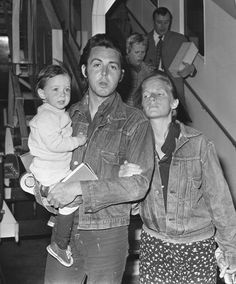 Paul McCartney arrives at Heathrow Airport with his wife Linda and daughter Mary in March two years after leaving The Beatles Paul And Linda Mccartney, Paul Mccartney Daughter, Johnny Lee, Declan Mckenna, Nostalgic Images, Les Beatles, Sir Paul, Step Kids, The Fab Four