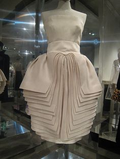 Roberto Capucci (this dress reminds me of the pages of a book. even better if the pages were embroidered with text.)
