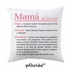 """Cojín """"Mamá"""" Lo que significa para ti la palabra """"Mamá"""", la que para ti es única, la tuya. Totalmente personalizado, rellenando los campos de texto, mamá tendrá un cojín exclusivo y sólo suyo Puedes elegir si quieres sólo la funda del cojín o el cojín con su relleno 50 x 50 cm"""