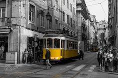 Eléctrico de Lisboa II by mirifoto