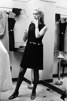 【ELLEgirl】リトルブラックドレスのお手本的着こなし|【FASHION ICON】vol.7 カトリーヌ・ドヌーヴに学ぶ、パリシック・モード|エル・ガール・オンライン