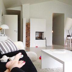 Ei. Huvita. Siivota.  #perjantai #friday #viikonloppu #weekend #siivous #cleaning #laiskottaa #lazymoment #koti #home #olohuone #livingroom