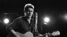 """El cantante irlandés Niall Horan, integrante del grupo británico One Direction, anunció hoy su primer sencillo, """"This Town"""", convirtiéndose así en el primer miembro de la banda juvenil en sacar un trabajo en solitario.  """"He estado trabajando en el estudio, quería compartir esta canción que acabo de escribir con vosotros, chicos."""