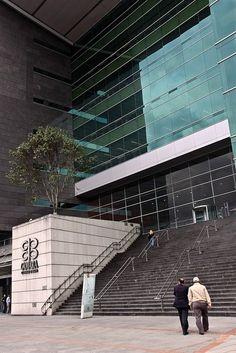 La Cámara de Comercio de Bogotá es una entidad privada sin fines de lucro que se encarga de administrar los registros mercantiles de las empresas y sociedades que se crean en Bogotá y que por lo tanto, representa los intereses del sector empresarial y de la sociedad en general. Promueve el crecimiento económico en la ciudad, la competitividad y el mejoramiento de la calidad de vida de los ciudadanos y empresarios de Bogotá.