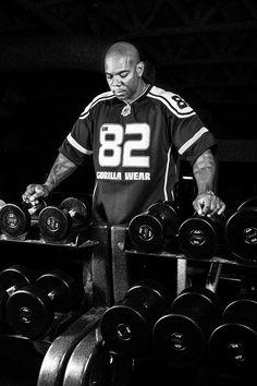 Gorilla Wear Athlete IFBB pro Flex Wheeler is wearing th Athlete T-shirt black/white.