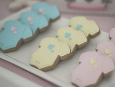 Nursery inspired baby shower with cookies from Petite Cookies Melbourne Onesie cookies at a Baby Shower Kylie Baby Shower, Simple Baby Shower, Baby Shower Gender Reveal, Baby Gender, Onesie Cookies, Baby Cookies, Baby Shower Cookies, Cute Cookies, Baby Party