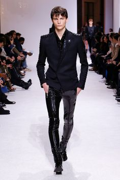 edgy mens fashion are look really hot. Stylish Mens Fashion, Leather Fashion, Look Fashion, Fashion Design, Fashion 2018, Fashion Photo, Men Style Tips, Style Ideas, Mens Clothing Styles