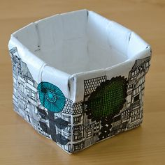 by Elina's Arts and Crafts Koreja sanomalehdestä - Baskets made of newspaper http://www.artsandcraftswithlove.com/