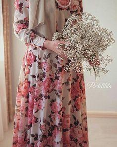 Alone Photography, Ootd Hijab, Islamic Fashion, Hijab Fashion, Fasion, Modest Dresses, Beautiful Asian Girls, Stylish Girl, Hijab Ideas