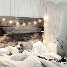 Bedroom is definitely one of the most important room at the home. Without the nice bedroom, you won't get quality sleep everyday. One way to decorate a comfortable and homey bedroom is by using these rustic bedroom ideas. Dream Bedroom, Home Bedroom, Modern Bedroom, Bedroom Decor, Bedroom Ideas, Headboard Ideas, Headboard Lights, Fall Bedroom, Rustic Headboards