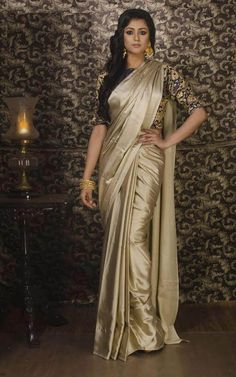 Shop Satin Silk Sarees AWR Online with the best price. Our fashoin magazine helps you get the stylish look for Family Parties and Wedding. Crepe Silk Sarees, Satin Saree, Art Silk Sarees, Silk Satin, Saree Dress, Silk Dress, Indische Sarees, Golden Saree, Sari Design
