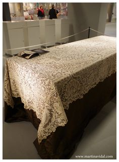 Mostra di merletti antichi ad #abilmentevicenza2015: Tovaglia in merletto veneziano - Tablecloth of lace made in Italy Venice island Burano