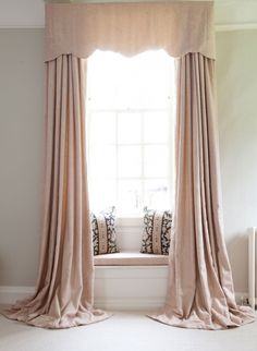 Stunning curtain styles and other window treatments Drapes And Blinds, Beige Curtains, Curtains Living, Drapes Curtains, French Curtains, Window Blinds, Drapery, Silk Drapes, Luxury Curtains