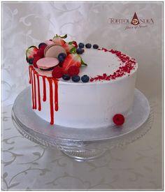 Drip cake & Fresh fruits by Tortolandia