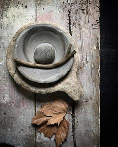 This embodies what I'm craving right now in decor. Wabi Sabi, Kintsugi, Design Japonais, Deco Champetre, Perfectly Imperfect, Neutral Tones, Still Life Photography, Ikebana, Decoration