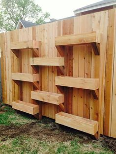 My friend Mollie make good use of space. Love this I will copy this My friend Mollie make good use o Backyard Projects, Outdoor Projects, Garden Projects, Garden Boxes, Garden Planters, Verticle Garden, Garden Front Of House, Pinterest Garden, Modern Landscape Design