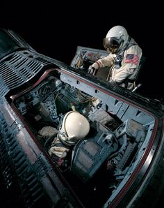 luxury cars - This image shows Gemini IV as it was formerly displayed in the Milestones of Flight gallery at the Museum in DC with Edward H White II's spacesuit representing when he became the first American to perform an Extra Vehicular Activity (EVA) or Space Planets, Space And Astronomy, Project Gemini, Apollo Space Program, Nasa Space Program, Soyuz Spacecraft, Space Launch, Nasa History, Air And Space Museum