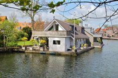 Marchez sur l'eau avec cette #houseboat aux Pays-Bas #hollande #insolite #peniche