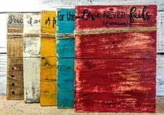 Estos marcos de verso de Biblia rústico tendrá todos sus recuerdos con estilo y funcionalidad. Hay 5 opciones de verso y 5 opciones de color. Escoges los colores y los versos que significan más para usted. Hay no hay derecho combinaciones así divertirse y recoger algunos! Marcos se clasifican para sostener una foto 4 x 6 o 5 x 7 y también trabajan mucho para tarjetas. Todos los marcos son de 8 x 11 con algunas variaciones debido a la naturaleza de las tablas de palet. Todos los marcos han…