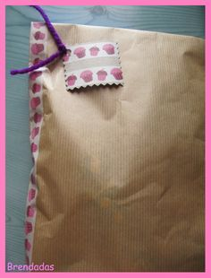 Envoltorio craft con washi tape de cupcakes y etiqueta a juego