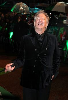 alan rickman at the premiere of alice in wonderland. Ohh his derp faces.(: even they are sexy.