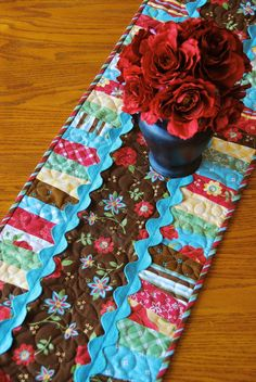 Easy Table Runner Quilt Pattern by Lehmann by cedarpointdesigns Table Runner And Placemats, Table Runner Pattern, Quilted Table Runners, Small Quilts, Mini Quilts, Quilting Projects, Sewing Projects, Sewing Crafts, Diy Crafts