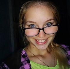 Glasses, Fashion, Eyewear, Moda, Eyeglasses, Fashion Styles, Eye Glasses, Fashion Illustrations