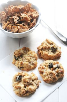 These Raisin Bran Crunch Cereal Cookies will remind you of Ranger cookies--crispy on the outside, soft and chewy inside. Eat them for breakfast--why not? Cereal Recipes, Cookie Recipes, Flour Recipes, Brownie Recipes, Raisin Bran Crunch, Raisin Bran Cookie Recipe, Cereal Cookies, Candy Cookies, Baking Cookies
