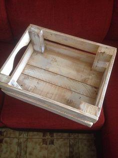 Caja de madera blanco envejecido