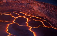 Incandescent lines mark the boundaries between migrating crustal plates on the surface of the lava lake in Kīlauea's Halema'uma'u crater, on the Big Island of Hawaii, on October 22, 2012. Here, and at other lava lakes across the world, these rifting zones have a characteristic zigzag pattern.