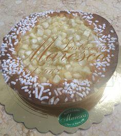 Il soffice muffin sposa i pezzi di mela gelatinati e crea cosi una dolce tortina alle mele.        www.pasticceriamaresca.it