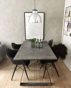 DIY spisebord – se hvordan på min IG: Mille Hartmann – Home Decor Room Interior, Interior Design Living Room, Diy Esstisch, Diy Dining Table, Dining Chairs, Dining Room, Home And Living, Home Remodeling, Home Accessories