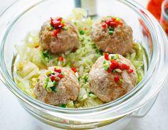 """""""Lwie głowy"""" - chińskie pulpeciki mięsne gotowane na parze z kapustą"""