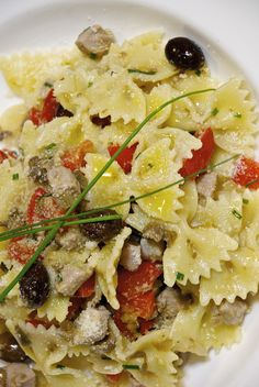"""Healthy Farfalle with tuna, capers, peppers, oreagano and Taggiasche olives.  The Summer is close and a delicious pasta sald like this, together with a chilly Prosecco, could be your """"reward"""" after a long sunny day. Yummy!"""