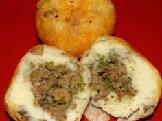 Super yummy Puerto Rican appetizer or side dish (papa rellena) It& like mashed potatoes stuffed with meat! Puerto Rican Appetizers, Puerto Rican Dishes, Puerto Rican Cuisine, Puerto Rican Recipes, Papa Rellena Recipe Puerto Rican, Vegetarian Recipes Easy, Mexican Food Recipes, Cooking Recipes, Healthy Recipes
