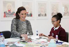 Kate Middleton et sa robe à l'imprimé léopard, en mars 2015 à la Holy Trinity & St. John's Primary School, à Londres.