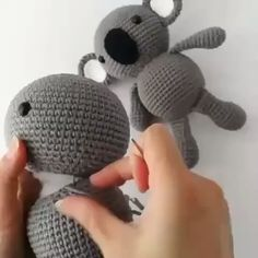 Free Crochet Bear Patterns,Bear Amigurumi Crochet Pattern-I have rounded up a huge list of free crochet teddy bear patterns for you to get inspired by these cute and soft teddy bears. You could absolutely make them with your own crochet hooks. Crochet Bear Patterns, Crochet Bunny Pattern, Crochet Rabbit, Crochet Teddy, Crochet Dolls, Crochet Stitches, Japanese Crochet Patterns, Amigurumi Patterns, Crochet Hats