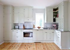 Klssinen puukeittiö - aito keittiö - 1900-luvun keittiö - Vanhanajan keittiö - Lantlig kök