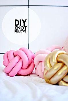 DIY-Knot-Pillows Les originaux sont très chouettes, mais 100 euros le coussin ça fait cher.... il faut que j'essaie ce DIY !