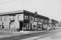 Fulton & Diamond in the the end store was a 'Decorating Den' selling paint and wallpaper Mi Photos, Fulton Street, Grand Rapids Michigan, Contouring, Great Lakes, Vintage Stuff, Cityscapes, 1940s, Den