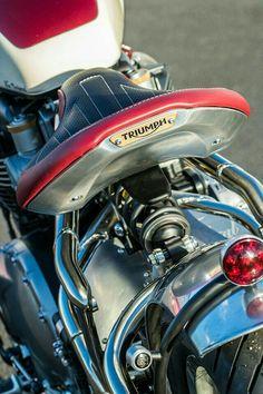Iron 883 Street Bob Fxdb Harmonious Colors 45w 5-3 / 4 5.75  Inch Black Projector Led Headlight Bulbs For Harley Sportster Dyna