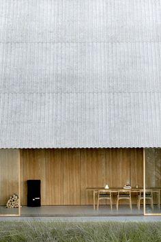Roof Architecture, Minimalist Architecture, Interior Exterior, Exterior Design, Cabin Design, Architectural Elements, Minimalist Home, Cladding, Modern Design
