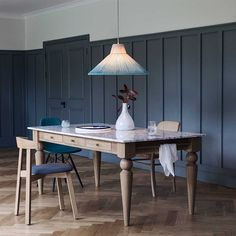 Heals furniture - The marble top of our Cooks table creates a striking contrast to the solid oak base. Inspired by country kitchen-diners, the marble top… Luxury Furniture Brands, Bespoke Furniture, Furniture Design, Country Kitchen Diner, Country Kitchens, Eames Dsw Chair, Hanging Rail, Oak Table, Marble Top